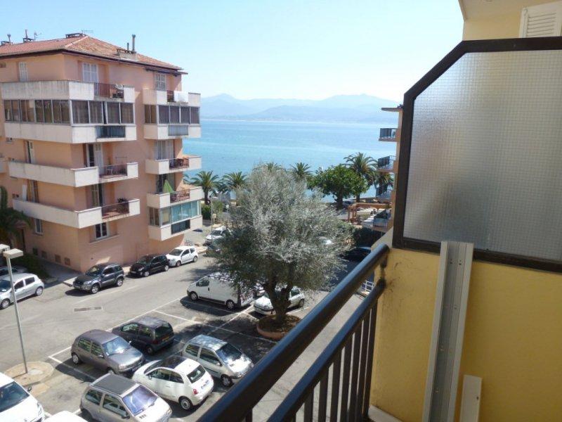 Offres locations vacances ajaccio parc berthault grand for Location garage ajaccio